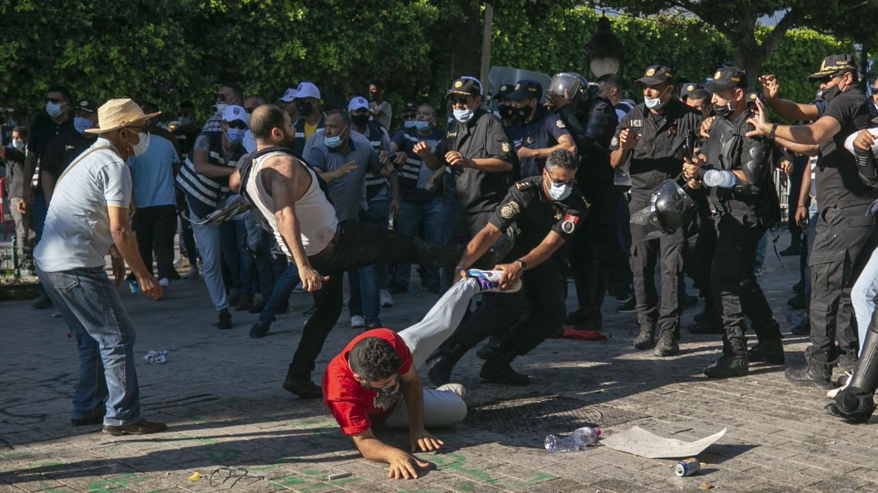 درگیری خشونتآمیز پلیس با معترضان در پایتخت تونس