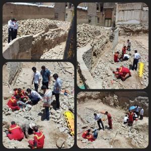 نجات کارگران از زیر آوار در بروجرد