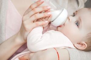 شیرخشک رایگان در بین چندقلوهای شاهرودی توزیع شد