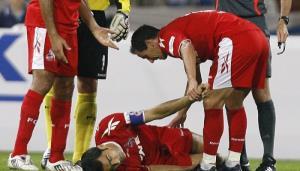 چرا برخی فوتبالیستها در حین مسابقه سکته قلبی میکنند؟