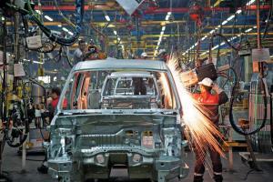 دولت بعدی موضوع قیمتگذاری خودرو را حل کند/ به جای واردات محصول، تکنولوژی وارد کنیم