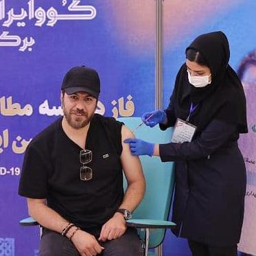 گرشا رضایی سومین خوانندهای که واکسن کرونای ایرانی زد