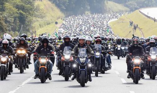 تور موتوری رییس جمهور برزیل بدون رعایت پروتکل های کرونایی