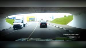 تشخیص نادرست ارتفاع پل، باعث دردسر راننده کامیونت شد