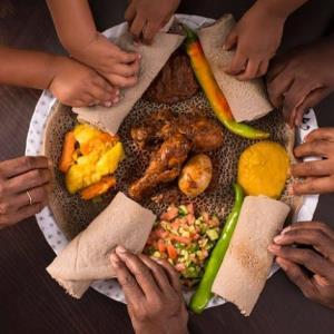 وقتی که راگبی باز معروف، عاشق آشپزی برای فقرا غذا می پزد