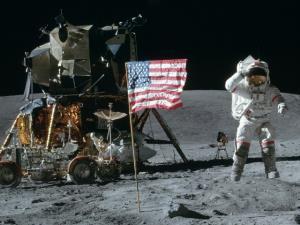 صوت/ آمریکا با کمک هالیوود به ماه رفت !؟