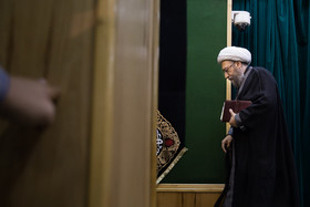 آملی لاریجانی: برای حفظ انقلاب و نظام در انتخابات شرکت میکنیم