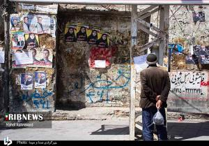 مخدوش شدن فضای شهری ارومیه با پوسترهای انتخاباتی