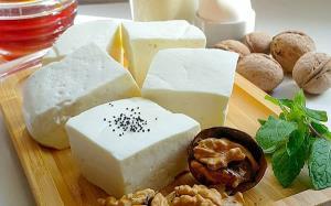گام به گام تا تهیه یک پنیر خانگی خوشمزه