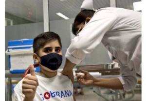 اولین کودک دریافتکننده واکسن ایران و کوبا