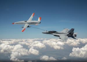 عملیات سوخترسانی هوایی به جنگنده با استفاده از پهپاد
