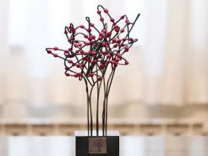 لحظه شادمانی برگزیدگان جایزه ادبی ارغوان