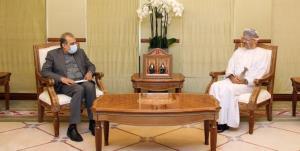 دستیار ارشد ظریف با وزیر خارجه عمان دیدار کرد