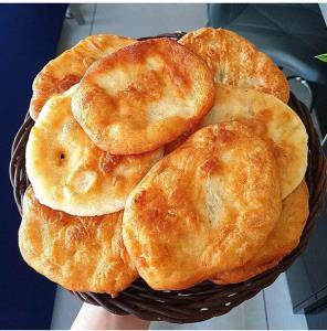 طرز تهیه «برساق» نان روغنی سنتی کرمانشاه
