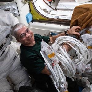 زندگی متفاوت انسان در فضا!