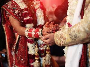 ازدواج عجیب داماد هندی با خواهر عروس در کنار جنازه عروس!