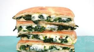 ساندویچ اسفناج و پنیر خوشمزه
