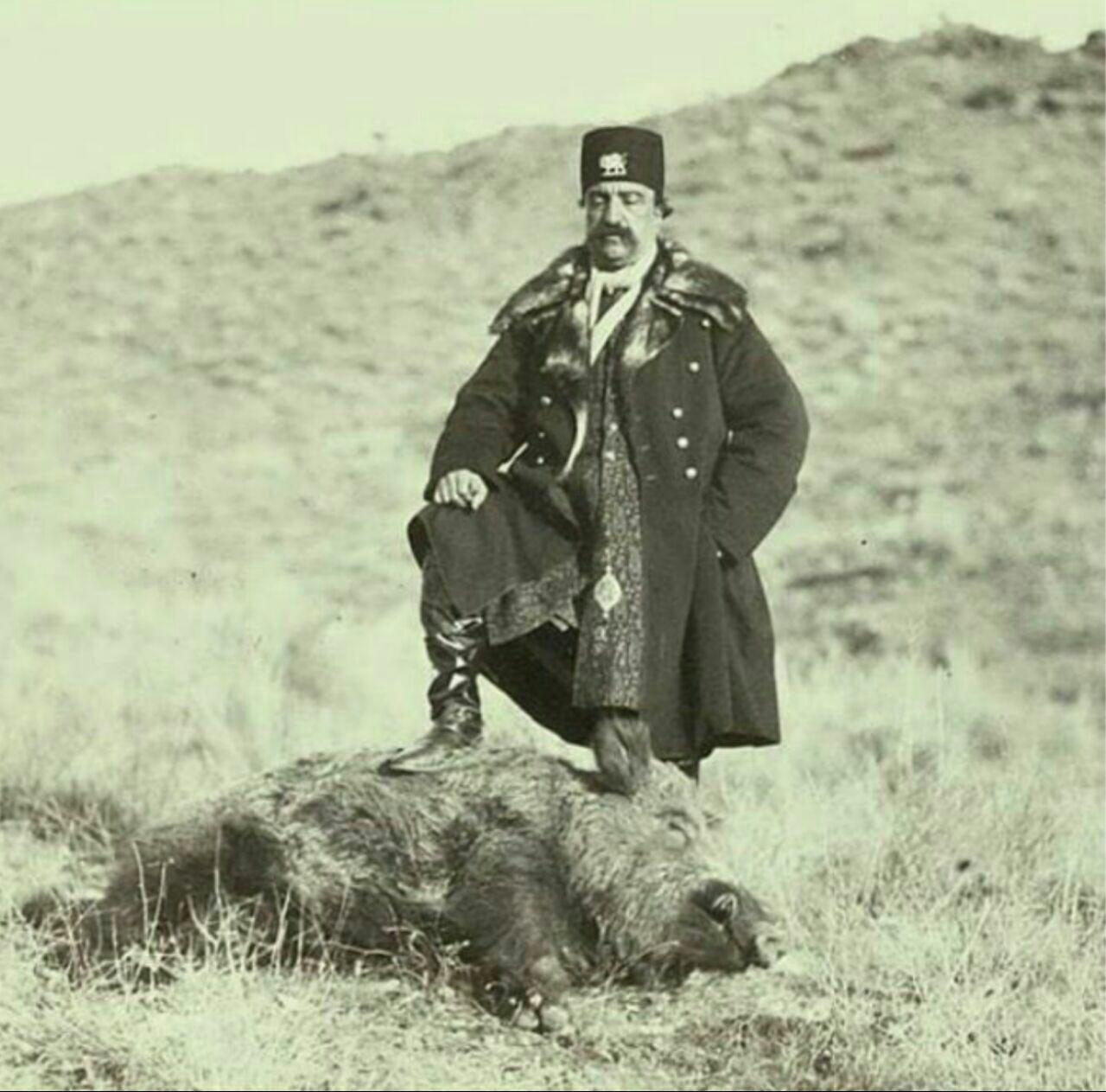 تصویری کمیاب از شکار گراز توسط ناصرالدین شاه