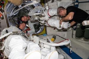 در پیادهروی فضایی امروز؛ آرایههای خورشیدی جدید در فضا نصب میشوند