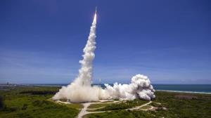 لحظه پرتاب موشک اطلس ۵ از منظر یک هواپیمای مسافربری