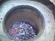 ترفند تهیه مرغ تنوری داخل زمین در غزه