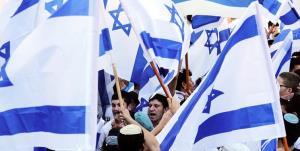 صهیونیستها در راهپیمایی پرچم: بنت خائن است