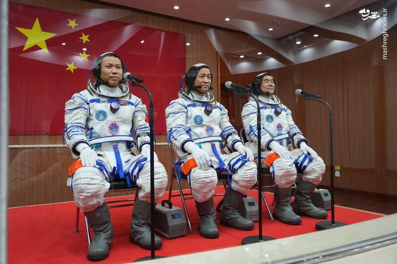 عکس/ سه فضانورد چینی راهی ایستگاه فضایی این کشور شدند
