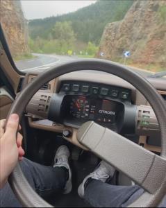 لذت سواری با خودروی عجیب «سیتروئن»