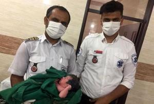 مادر قشمی در آمبولانس وضع حمل کرد