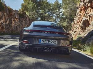 معرفی پورشه ۹۱۱ GT3 تورینگ، راحتی بیشتر در قبال حذف بال عقب!