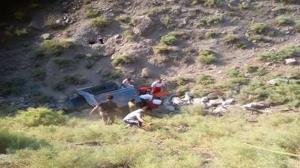 سقوط نیسان به دره با ۶ سرنشین در محور هراز