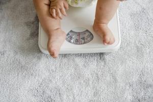 علت و راههای جلوگیری از ثابت ماندن وزن نوزاد