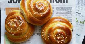 نان شیرمال نرم خوشرنگ و خوشمزه مخصوص صبحانه عصرانه
