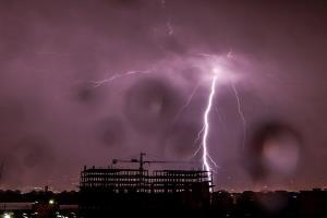 برخورد رعد و برق دیدنی در حوالی کانزاس سیتی