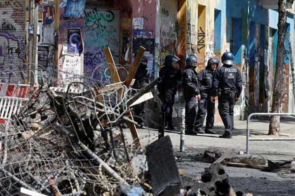 زخمی شدن ۶۰ پلیس آلمانی در پی درگیری با راستگرایان افراطی