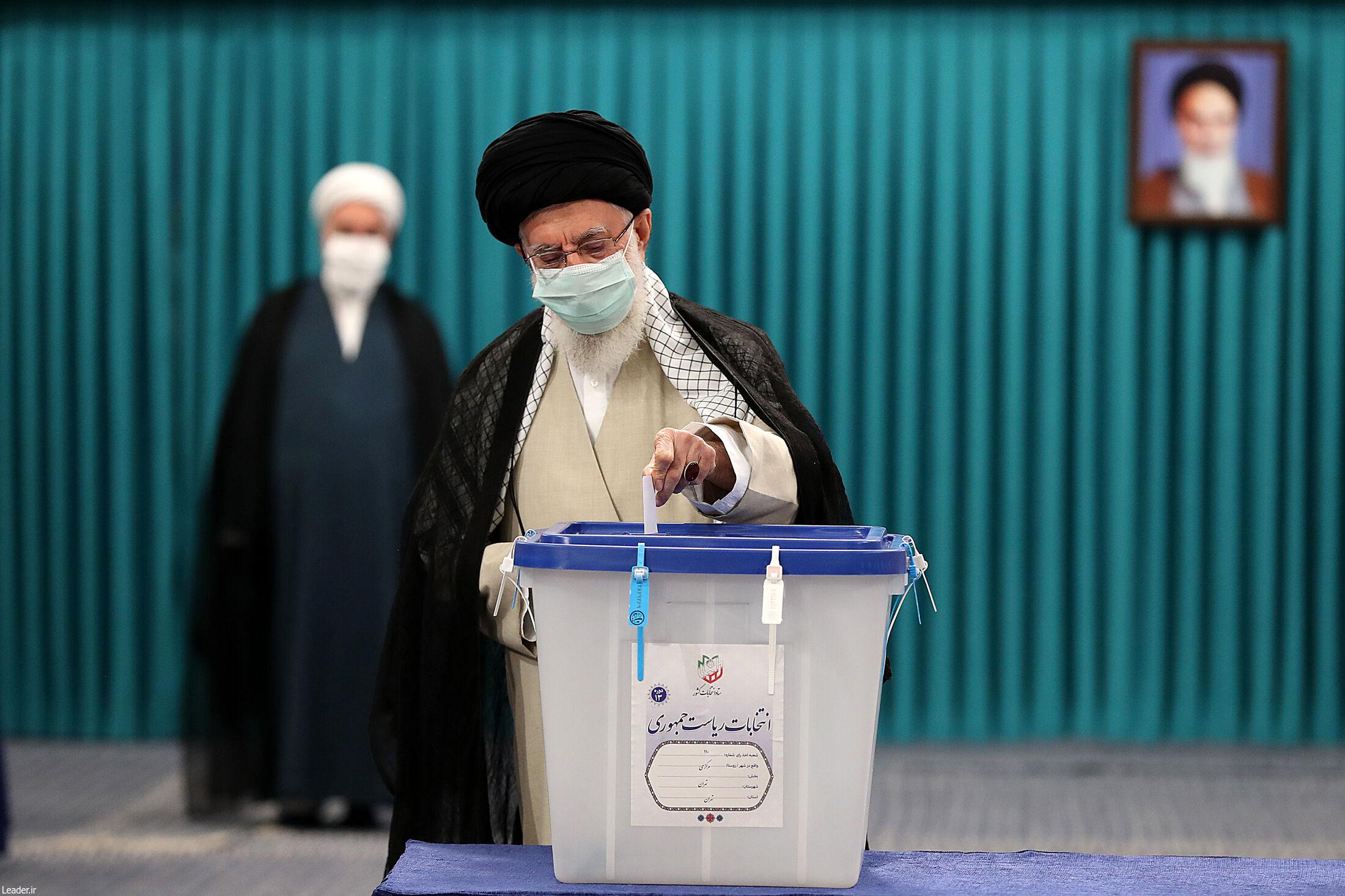 عکس/ حضور رهبر انقلاب پای صندوق رای
