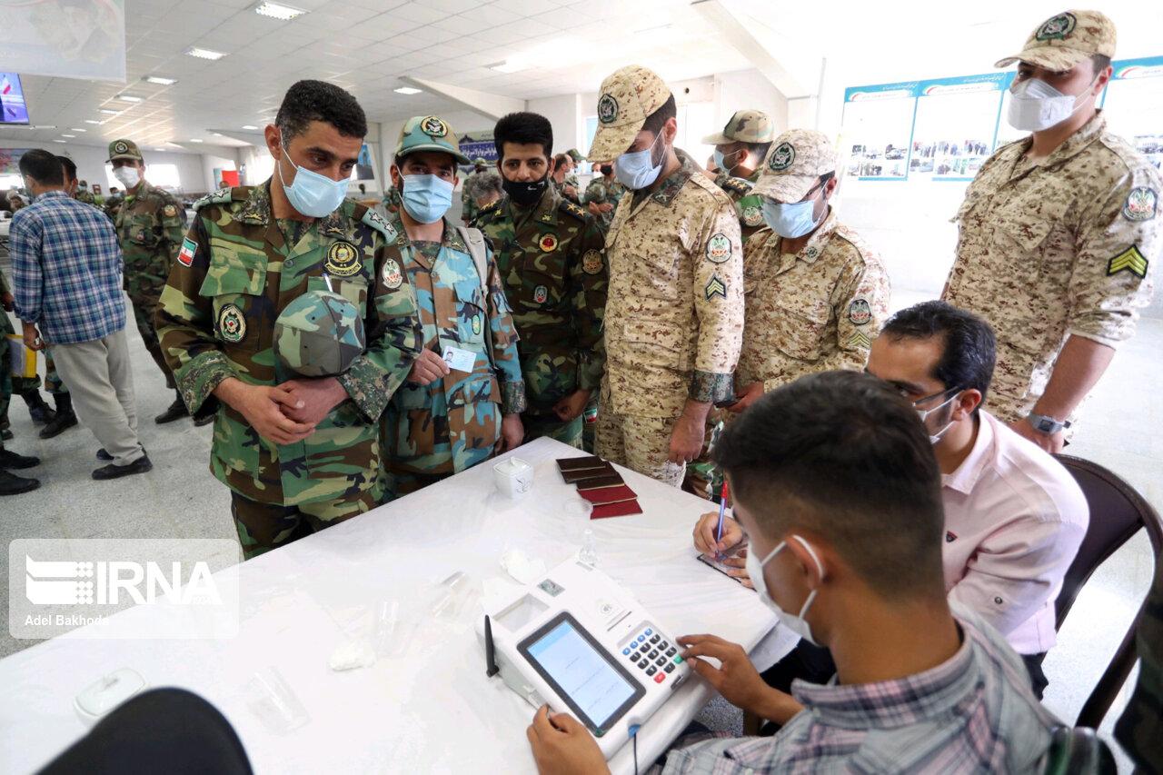 عکس/ انتخابات ۱۴۰۰ در پادگان قهرمان ارتش همدان