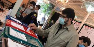 مهرداد بذرپاش رای خود را در صندوق انداخت