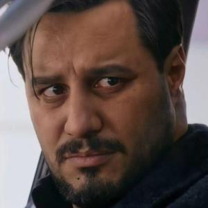 کتک خوردن جواد عزتی از رعنا آزادی ور در سریال خانگی!