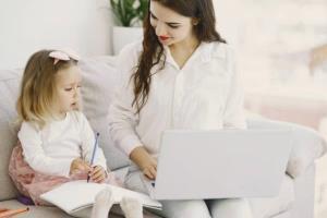 چگونه با وجود بچه خردسال دور کاری کنیم؟