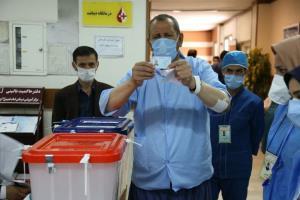 عکس/ مشارکت کادر درمان و بیماران کرونایی اردبیل در انتخابات