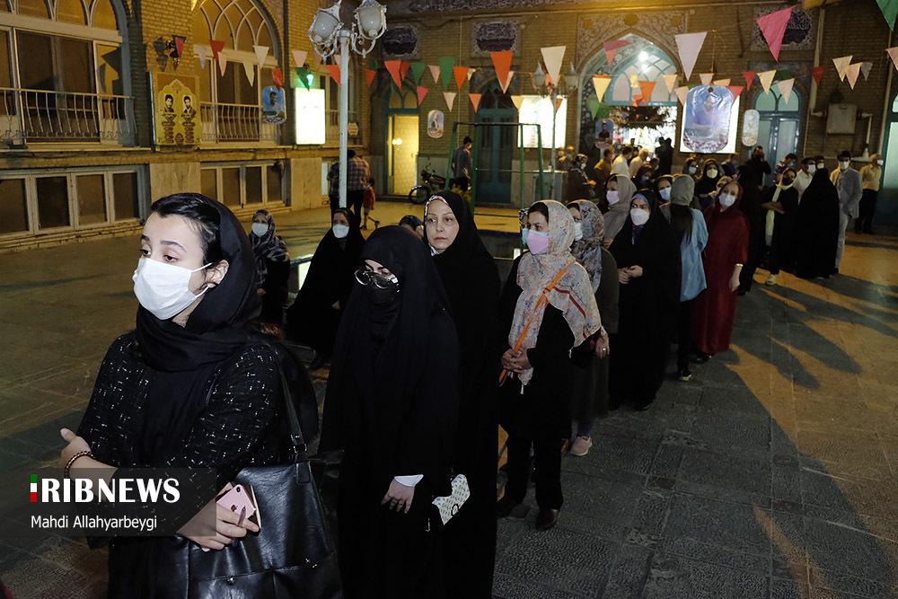 عکس/ ساعات پایانی انتخابات و صف های طولانی در کرج
