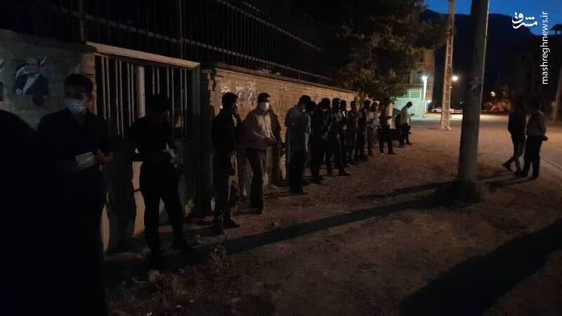 عکس/ صف انتظار رای لردگانیها قبل از آغاز رسمی رای گیری