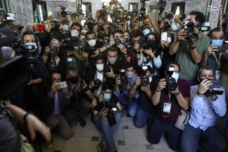 حضور گسترده عکاسان و خبرنگاران روز گذشته در حسینیه ارشاد