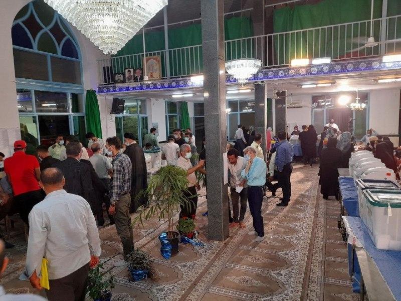 عکس/ مسجد شکوهی ساری در آخرین دقایق رای گیری مملو از جمعیت