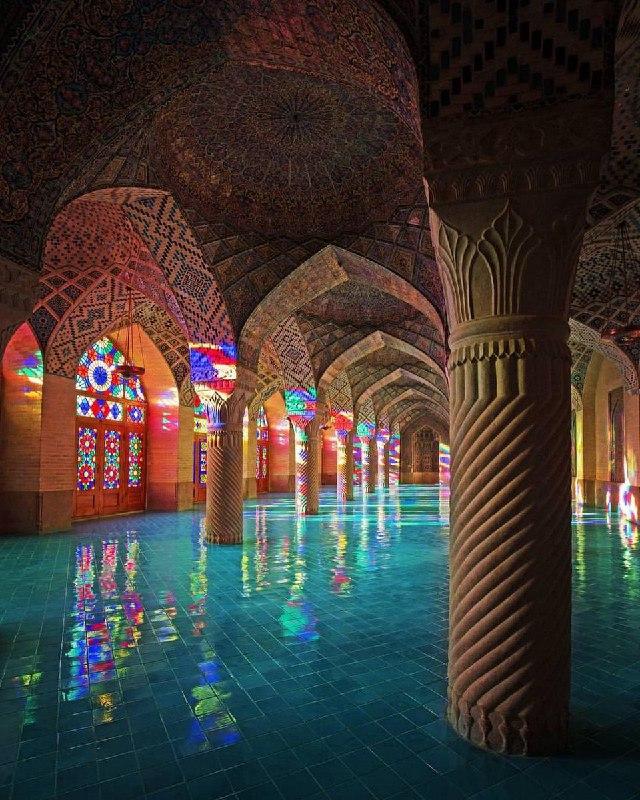 شبستان زیبای مسجد نصیرالملک