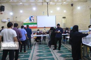ادامه حضور پرشور مردم بندرعباس در ساعت پایانی رأیگیری