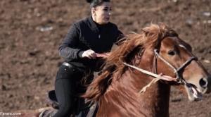 اولین زن تاجیکستانی که بزکشی میکند!