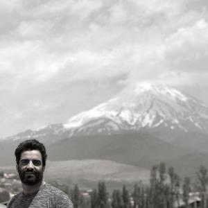 چهرهها/ عکس یادگاری منوچهر هادی با قله دماوند