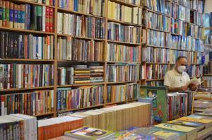 بهارانه ۱۴۰۰؛ نبرد یک روزنه با تاریکیهای بازار کتاب